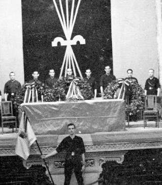 Acto de la Falange en 1936, durante los funerales de José Antonio