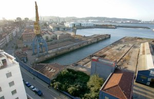 Instalaciones de Naval Gijón, siempre en el punto de mira de los constructores desde el cierre del astillero. / JOAQUÍN PAÑEDA