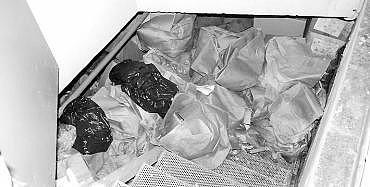 Las cajas tal como se encontraron en el zulo hace pocos meses.