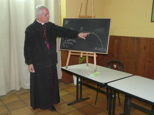 Un momento de la charla del Obispo Richard Williamson en Gijón