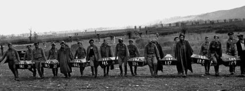 Acabada la guerra, se exhumaron los cadáveres de los fusilados en Paracuellos. EFE