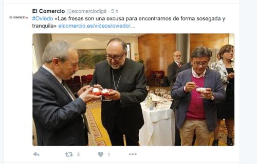 Wenceslao López (Alcalde de Oviedo, PSOE, a la izquierda) y «Rivi» (coalcalde de Oviedo, IU, a la derecha) comparten con Jesús Sanz (supuesto arzobispo de Oviedo, en el centro). Fresas (ricas en pesticidas) con nata (UHT)