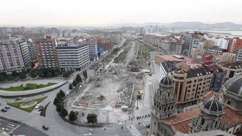 La demolición de la Estación del Humedal, paso a paso (El Comercio). Clic sobre la foto para acceder al vídeo